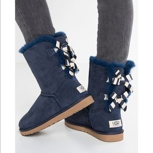 0510d829b08 Ugg Bailey Bow II Double Striped Navy Blue Boots